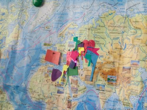 карта мира с флажками