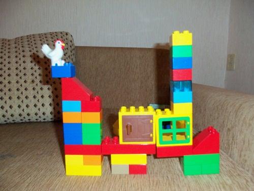 ребенок 3 года любит лего