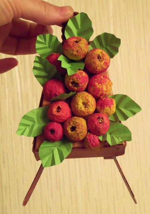 панно яблоки папье-маше