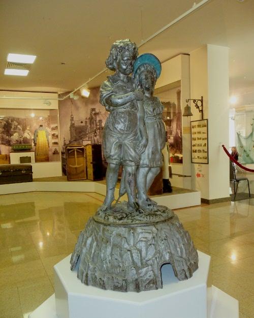 фонтан дети под зонтиком музей подлинник