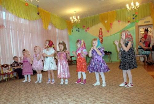 танец матрешек детский сад