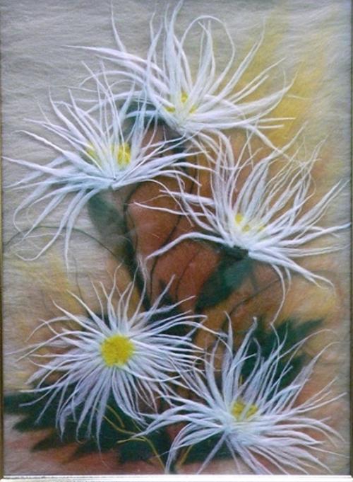 картина из шерсти хризантемы
