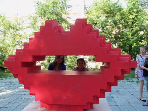 памятник поцелуй челябинску