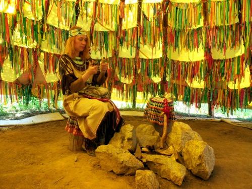 индейское жилище вид изнутри