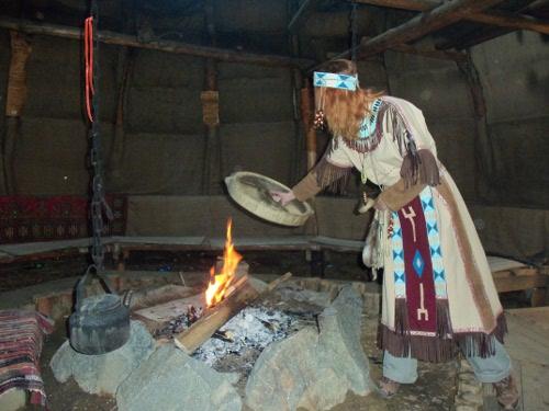 шаман в чуме аквилон