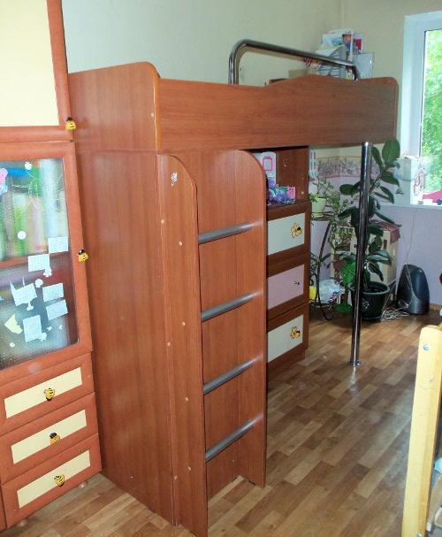 детская двухэтажная кровать со шкафом