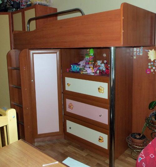 кровать-чердак со встроенным шкафом