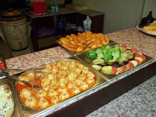 мини-манты и жареные овощи