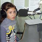 ребенок в радиостудии