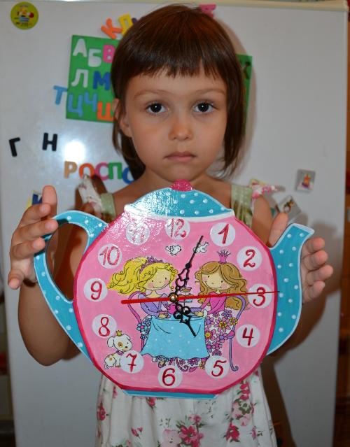 девочка и часы