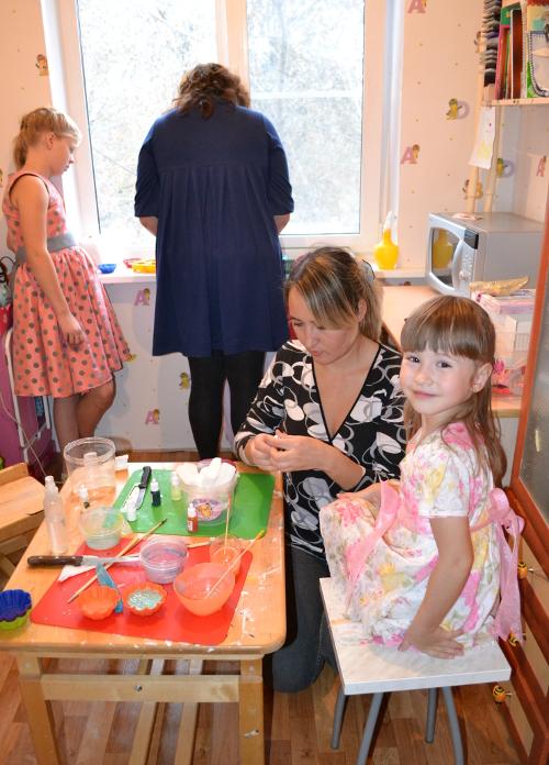 мамы и дети делают мыло