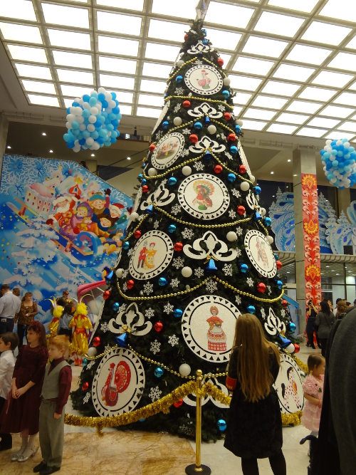 елка в холле кремля