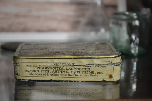 старинная коробочка для таблеток
