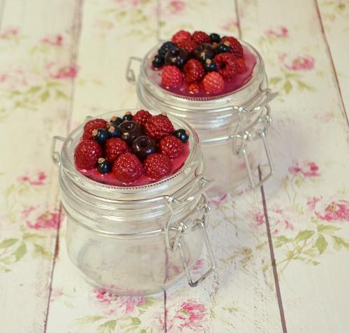 баночки с ягодами из полимерной глины