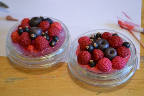 ягоды из пластики