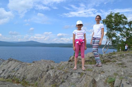 на скале у озера тургояк