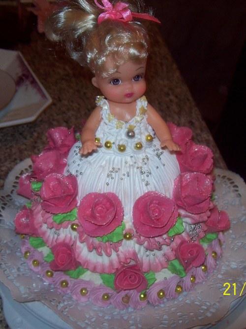 кукла в торте