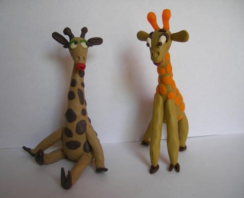 жираф из пластилина