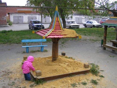 новый песок в песочнице