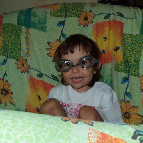 малыш и плавательные очки